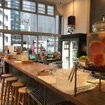 【カフェ】ハイブリッド型宿泊施設「ARK BLUE HOTEL」のカフェスペースがすごい。