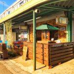 【カフェ】市場カフェに立ち飲みカウンター設置、市場の青果パレットを使って